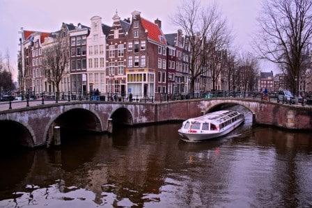 Faire la visite d'Amsterdam en canaux