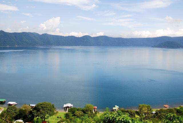 Le lac spectaculaire de Coatepeque