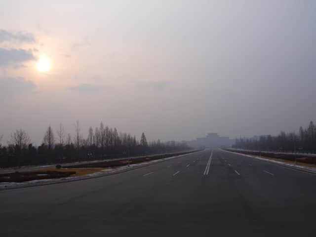 Les routes vides sont monnaie courante dans tout le pays