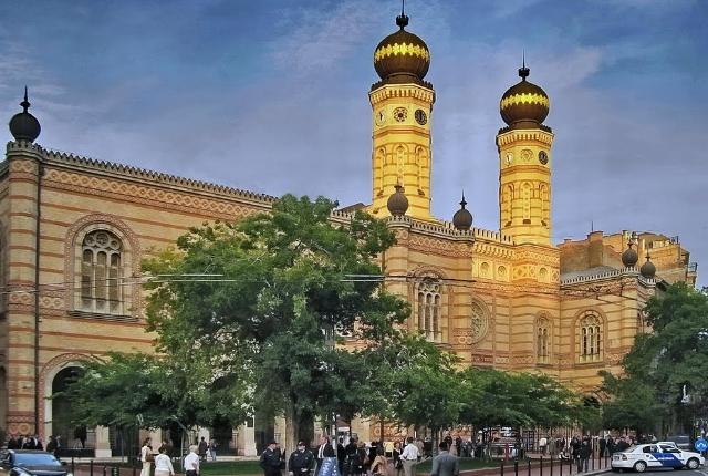 Visitez la grande synagogue