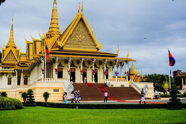 le palace et sa pagode à Phnom Penh: